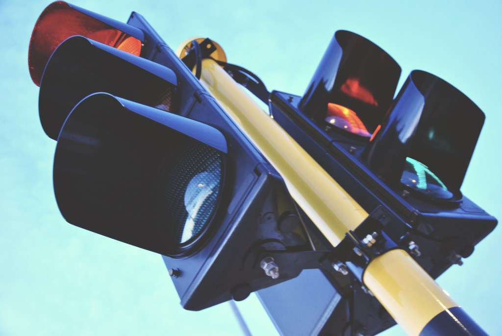 Syncing traffic lights: Tech fixes, enduring challenges